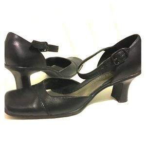 Can you call reaction heels black leather size 7
